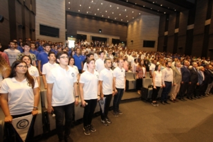 Özel ÇOSB Mesleki ve Teknik Anadolu Lisesi'nde mezuniyet heyecanı…