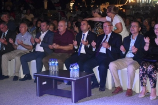 """TEKİRDAĞ'LI BALIKÇILAR YENİ SEZONA ALBAYRAK'LA """"VİRA BİSMİLLAH"""" DEDİ"""