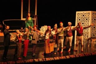 """""""Aşkımız Aksaray'ın En Büyük Yangını""""Tiyatro Oyunu ÇOSB Konferans Salonu'nda sahnelendi"""